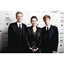 Thumb_petercapaldi_oliviacolman_harrytreadaway_photoby_juliasukan_drawhq_12